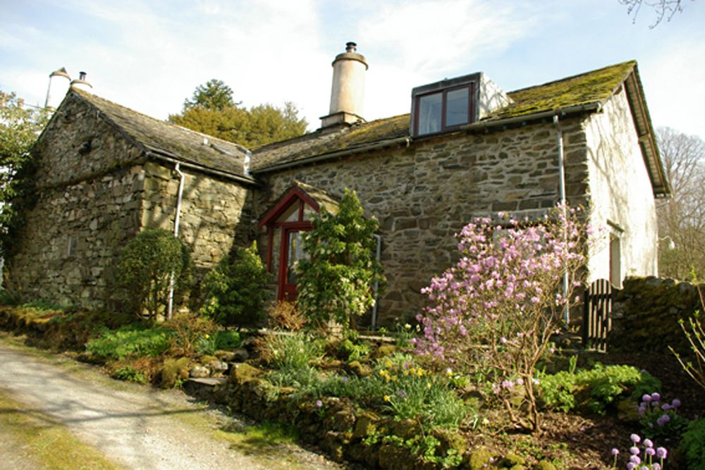 Garden Walk Buffalo Cottage District 5: Manor House Cottage Self Catering In Wray, Lake District
